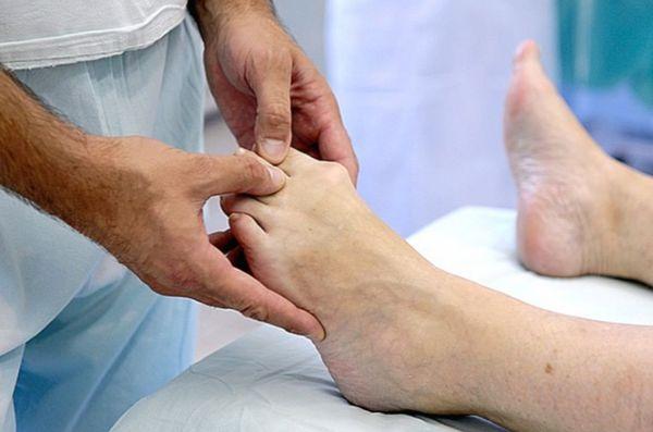 Упражнения также могут сыграть ключевую роль в минимизации боли в суставе