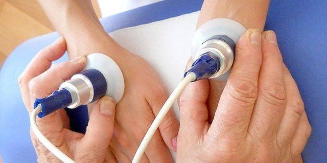Терапия артроза межфаланговых суставов включает в себя и мануальное воздействие