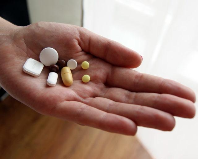 Медикаментозные средства правильно подобрать может только врач, ни в коем случае не назначайте их себе самостоятельно