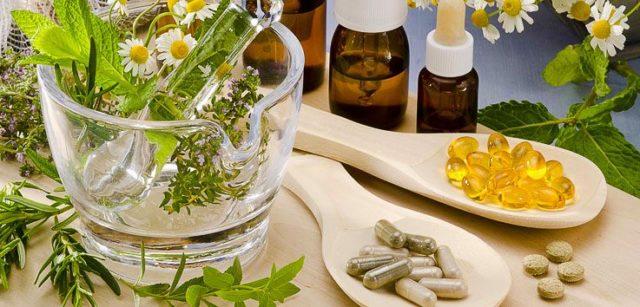 Обычно применяются настойки золотого уса и корня аира, мази из окопника, хрена, василька