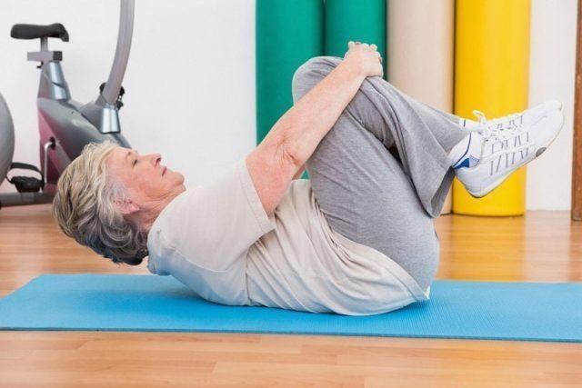 В программу могут входить упражнения на растяжку, с обручем, упражнения для общей физической подготовки