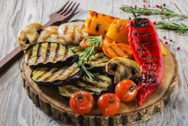 Оптимальным считается разделение суточного рациона на 5-6 приемов пищи