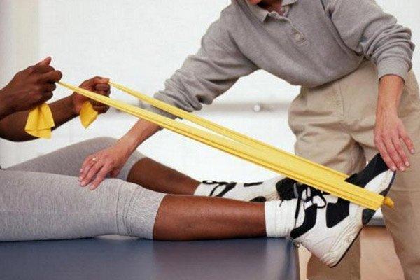 В программу лечебной гимнастики входит целый комплекс занятий