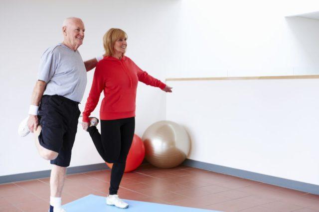 Гимнастический комплекс улучшает общее состояние человека, укрепляет кости и сердечно-сосудистую систему