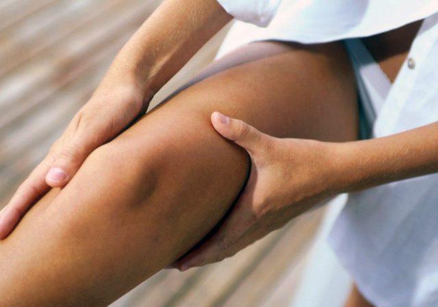 А также являться следствием заноса инфекции при пункции сустава либо при проведении оперативного вмешательства