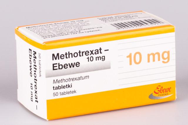 В связи с антифолиевым эффектом препарат подавляет клеточный митоз
