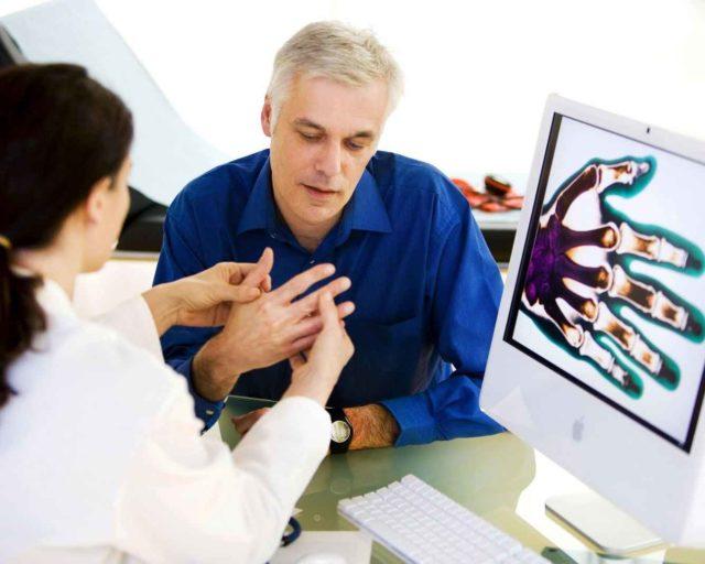 Сустав может начать болеть, при этом будет происходить постепенное разрушение костей