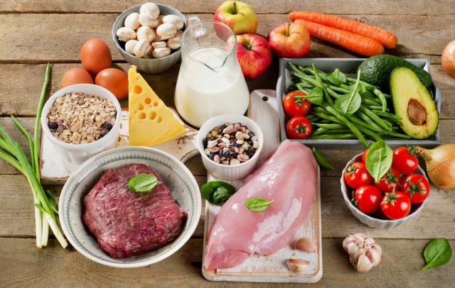 Необходимо исключить обработку продуктов с помощью жарки. Пищу следует запекать, готовить на пару, варить или тушить