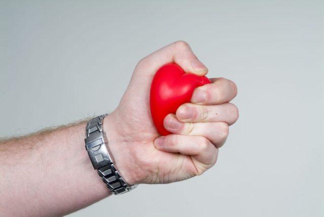 Если имеется желание заниматься лечебной физкультурой дома, то следует посоветоваться со специалистом
