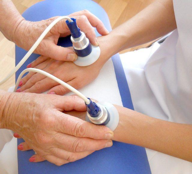 Для наилучшего эффекта может использоваться мазь или таблеточная форма лекарства противовоспалительного воздействия