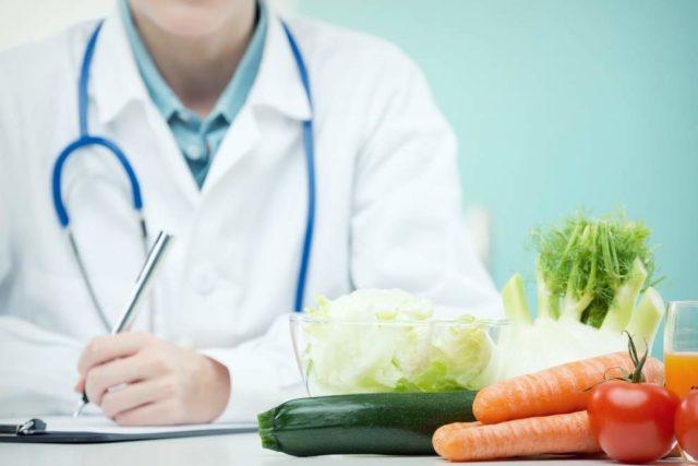 В рационе питания человека, страдающего артритом, должно быть больше белков, содержание жиров в рационе - обычное, количество потребляемых углеводов требует ограничения
