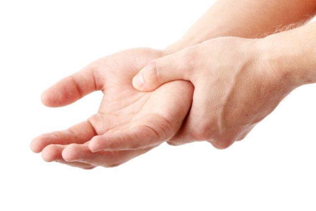 Способствовать возникновению полиартрита может не только попадание инфекции и бактерий в сам сустав, но и асептическое воспаление