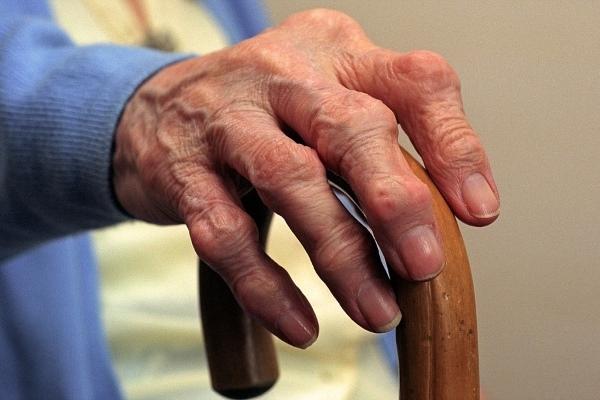 Считается, что появлению полиартрита предшествуют неправильное питание, генетическая предрасположенность и вредный образ жизни