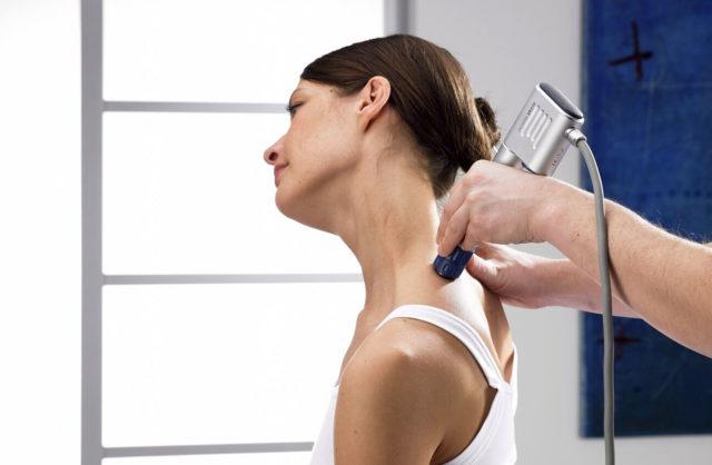 Магнитотерапия – снимает боль, воспаление и отек в больном участке с помощью магнитного поля
