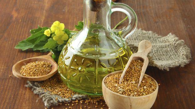 Настойка белой горчицы изготавливается в течение пары недель – две столовых ложки горчичного семени заливаются стаканом водки