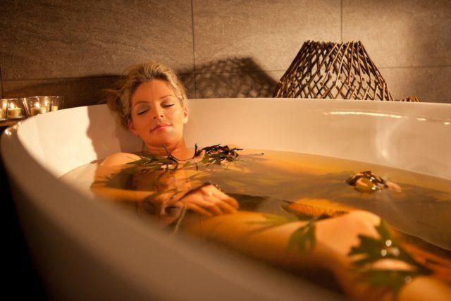 Такие ванны могут принести значительное улучшение при болезни Бехтерева, если лежать в них раз в три в дня, в течение восьми недель