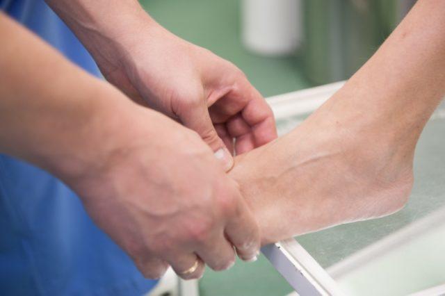 Для предупреждения прогрессирования остеартроза применяют все доступные лечебные методы