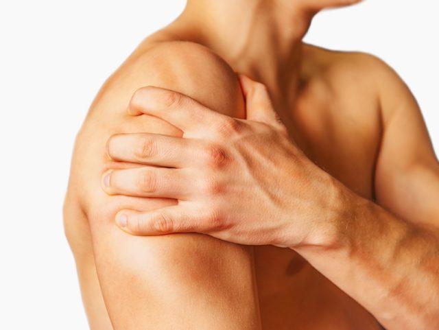 И хотя полностью избавить от болезни и восстановить поврежденный сустав врачи все еще не способны, терапия может существенно замедлить развитие артроза