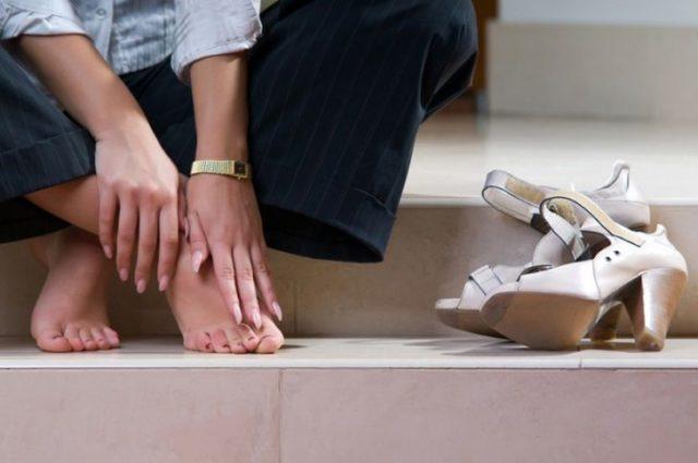 Самый большой враг суставов ног – большой вес, поэтому боритесь с лишними килограммами, не забывая о сбалансированном питании