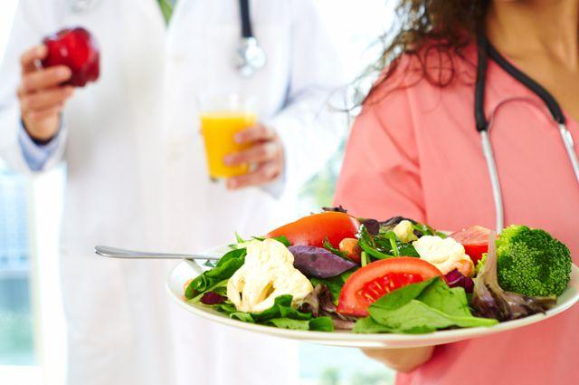 Пищу следует готовить на пару, варить, запекать или тушить