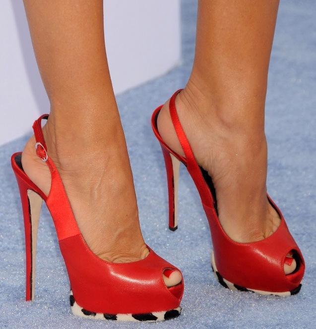 Длительное ношение дешевой и неудобной обуви