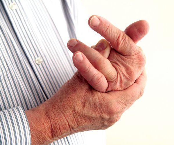 Может воспаляться сустав вследствие неравномерной нагрузки на пальцы рук