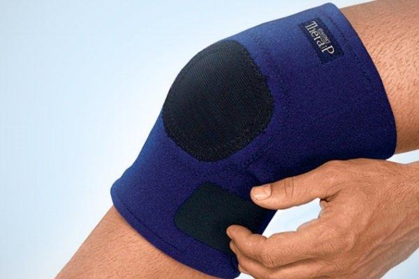 Наколенник при гонартрозе позволяет разгрузить хрящ сустава, при этом нагрузка равномерно распределяется на другие части организма