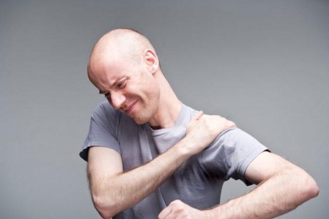 Запущенная форма артрита может привести к появлению остеоартроза правого или левого плечевого сустава