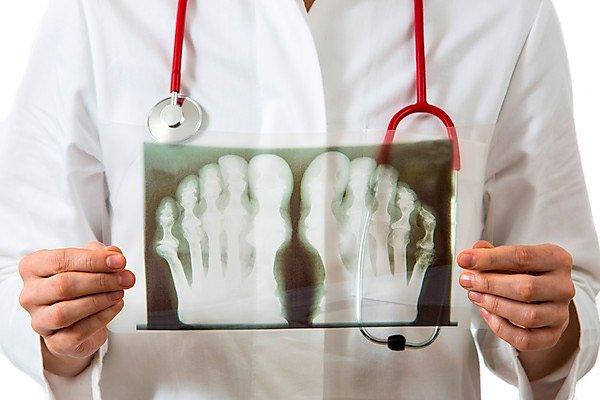 Среди инструментальных методов используют компьютерную и магнитно-резонансную томографию