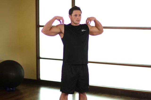 Основной задачей при выполнении упражнений является укрепление мышц плечевого пояса