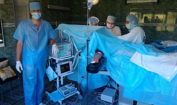 При отсутствии осложнений и гладком течении послеоперационного периода уже через три недели пациент полностью самостоятельно передвигается