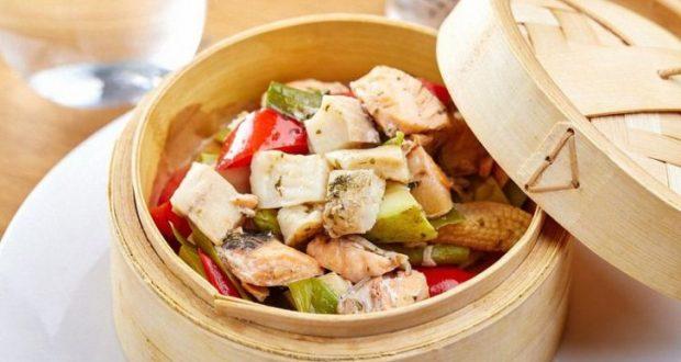 Питаться нужно малыми порциями по 5 раз за сутки, пить достаточное количество воды, при приготовлении еды не использовать соль, фруктовые соки – запрещены