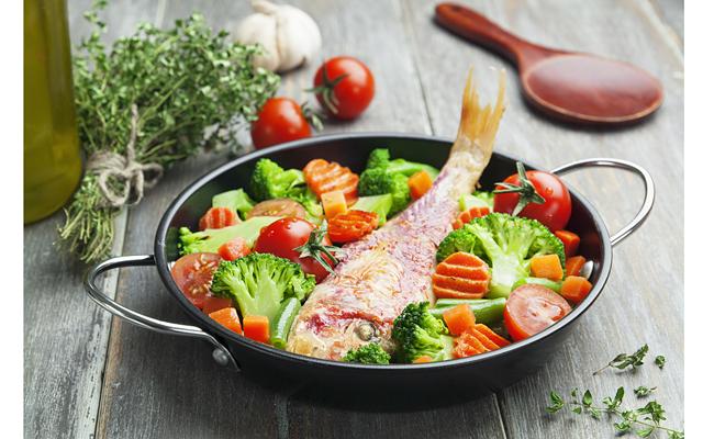 Ученые заметили, что при употреблении в пищу продуктов, провоцирующих аллергические реакции, симптомы ревматизма резко усиливаются