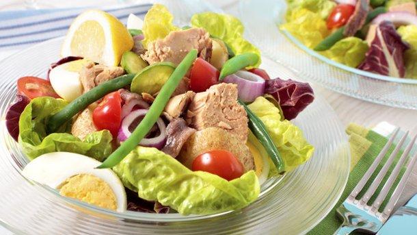 Ограничение потребления мяса – вместо него лучше кушать рыбу, богатую жирными кислотами Омега-3