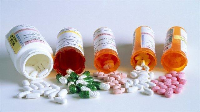 Врачи применяют гормональные препараты, миорелаксанты, болеутоляющие средства
