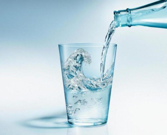 Одним из вспомогательных средств, которое используется при лечении «болезни изобилия», является лечебная минералка