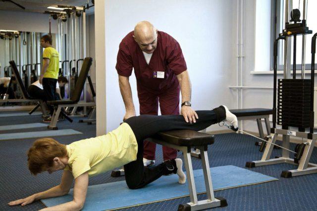 Итак, по мнению профессора Бубновского, лечение артроза тазобедренного сустава включает выполнение легких, действенных упражнений каждый день