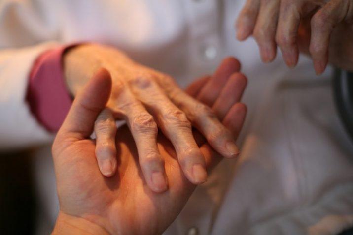 Изображение - Подагра суставов рук симптомы Podagra-na-rukah-10-716x478
